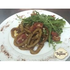 Средиземноморский салат с кальмарами